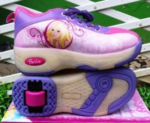 sepatu roda barbie ungu 300x246 Sepatu Roda Anak Karakter