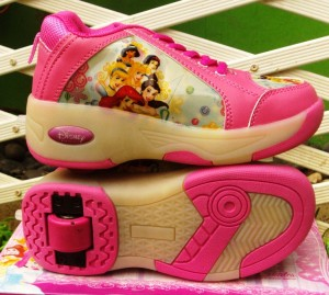 sepatu roda princess 300x269 Sepatu Roda Anak Karakter