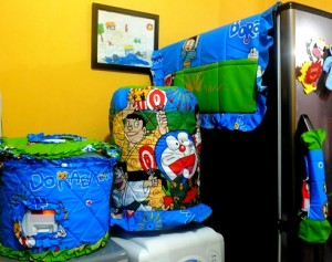 GKM Doraemon Yukata Biru 300x237 Tutup Galon, Kulkas dan Magic (GKM)
