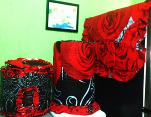 GKM Rose in Black New 300x233 Tutup Galon, Kulkas dan Magic (GKM)