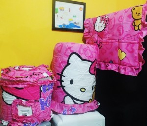 gkm hk ribbon pink rz 300x257 Tutup Galon, Kulkas dan Magic (GKM)