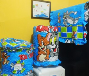 gkm tom n jerry biru rz 300x256 Tutup Galon, Kulkas dan Magic (GKM)