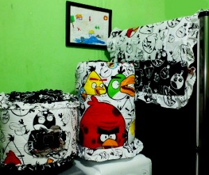 tutup galon kulkas angry bird hitam putih 300x251 Tutup Galon, Kulkas dan Magic (GKM)