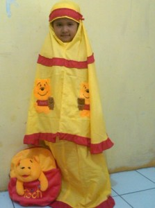 mukena pooh dengan model winda 223x300 Mukena Anak Lucu
