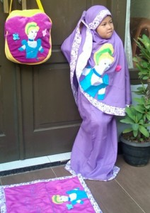 mukena princess ungu ara 2 212x300 Mukena Anak Lucu