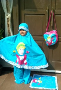 princess biru deng model ara 205x300 Mukena Anak Lucu
