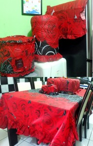 homeset rose in black copy 191x300 Home Set Lucu