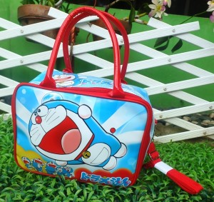 travel minie spoondoraemon 300x283 Travel Bag Tenteng Selempang Mini