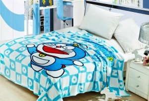 selimut karakter doraemon flying